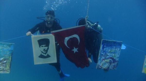 Su altında Atatürk portresi çizdiler #2